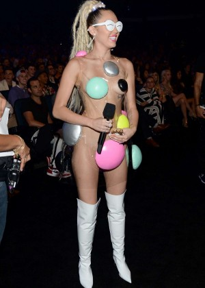 Miley Cyrus: 2015 MTV Video Music Awards in Los Angeles [adds]-74